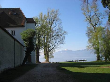 Der Bootssteg vor der Abtei Frauenwörth